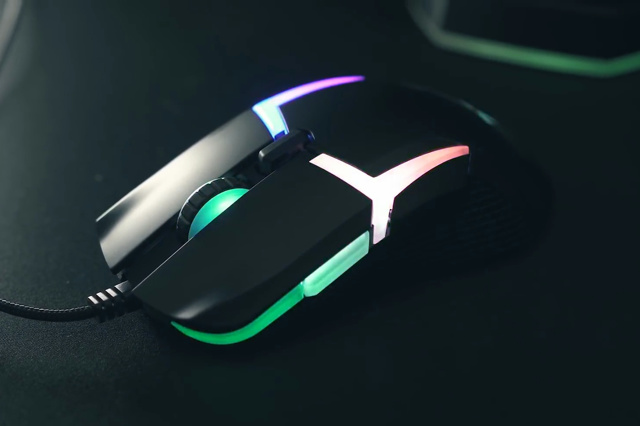 Level_20_RGB_Gaming_Mouse_03.jpg
