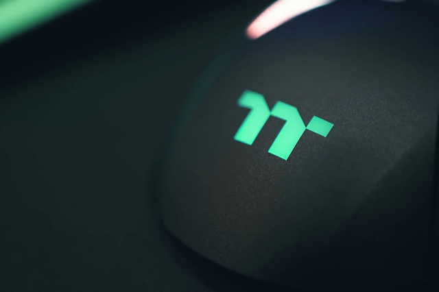 Level_20_RGB_Gaming_Mouse_05.jpg