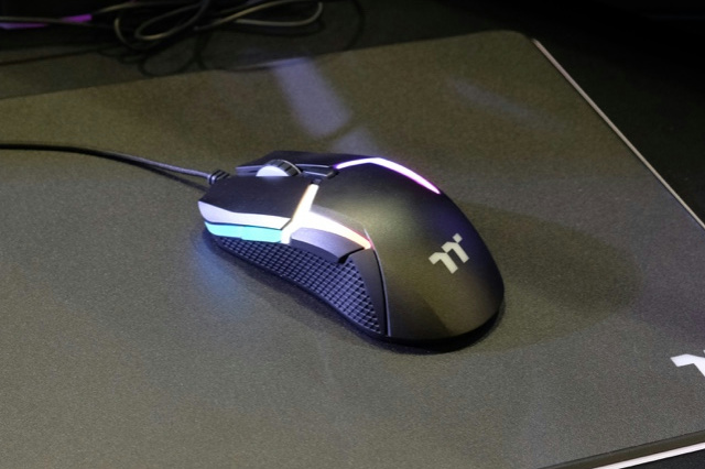 Level_20_RGB_Gaming_Mouse_08.jpg