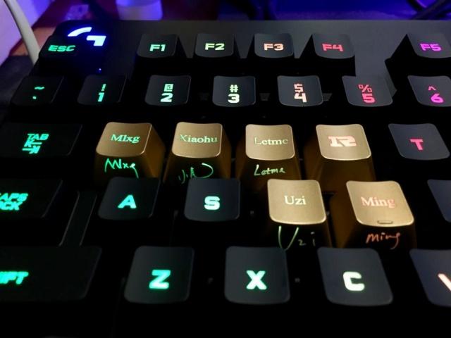 Logitech_RNG_Keycaps_04.jpg
