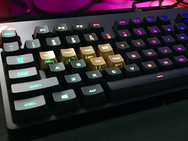 Logitech_RNG_Keycaps_05.jpg