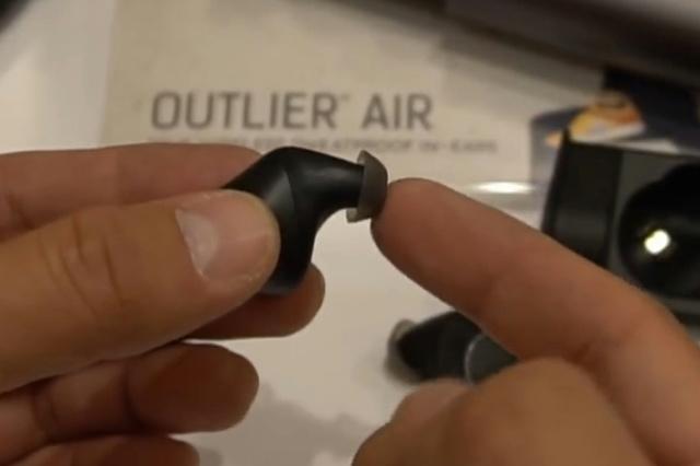 Outlier_Air_06.jpg