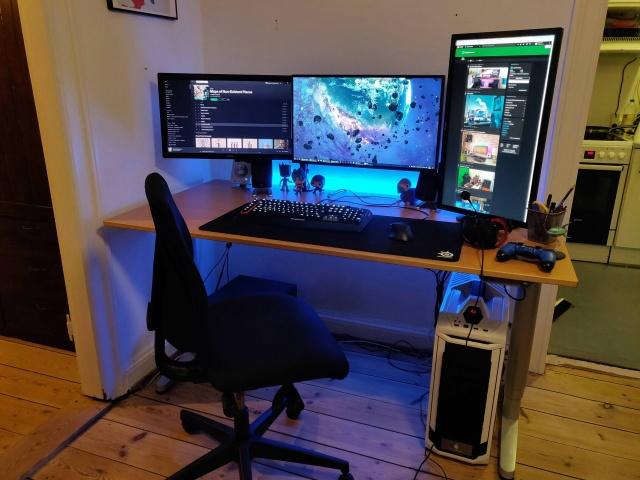 PC_Desk_131_16.jpg