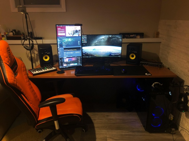 PC_Desk_131_23.jpg