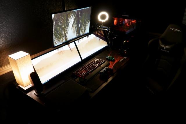 PC_Desk_131_93.jpg