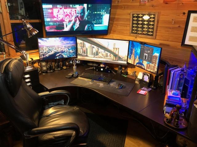 PC_Desk_132_01.jpg