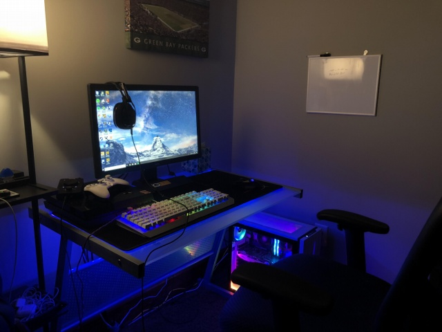 PC_Desk_132_07.jpg