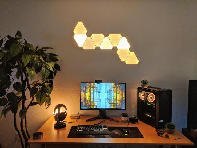 PC_Desk_132_22.jpg