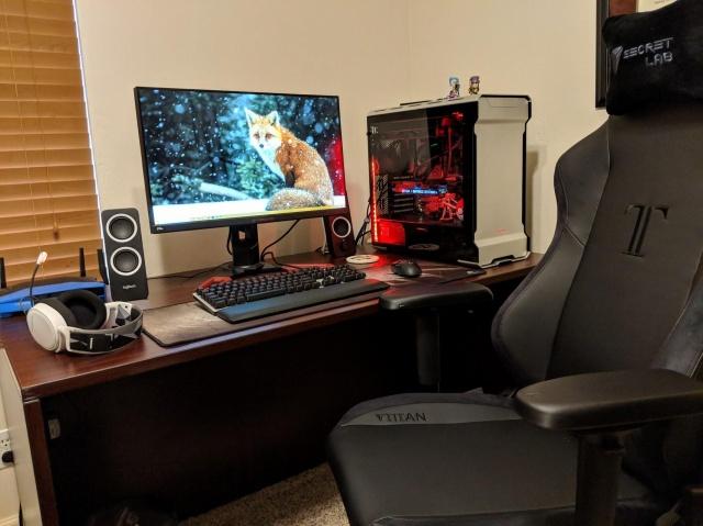 PC_Desk_132_25.jpg