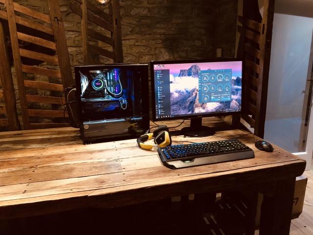 PC_Desk_133_05.jpg