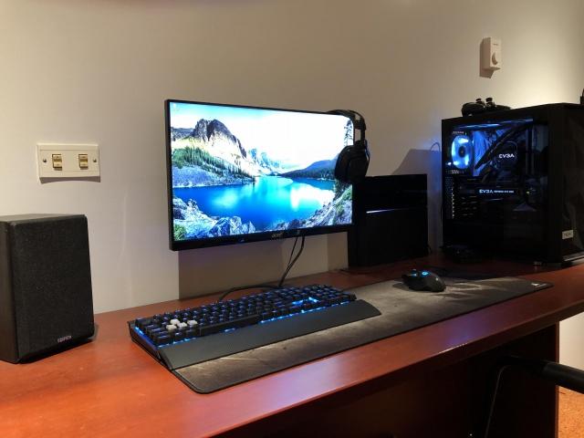 PC_Desk_133_13.jpg