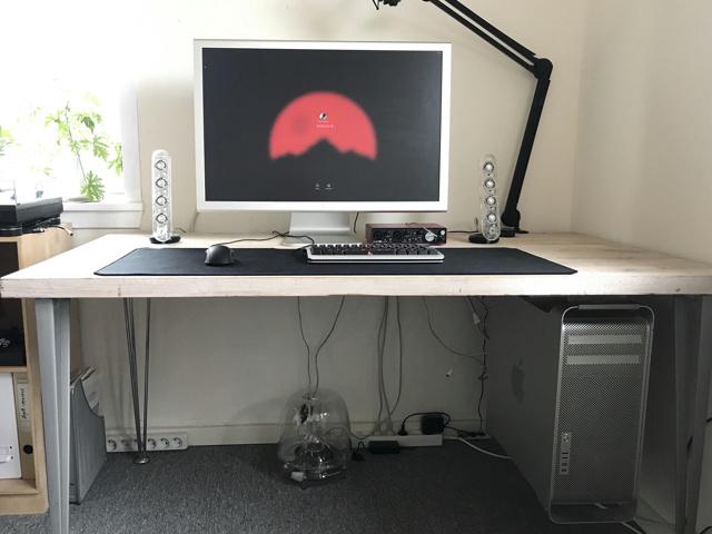 PC_Desk_133_17.jpg