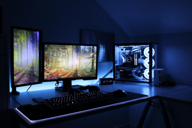PC_Desk_133_52.jpg