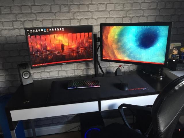 PC_Desk_133_57.jpg