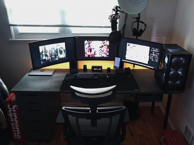 PC_Desk_133_84.jpg