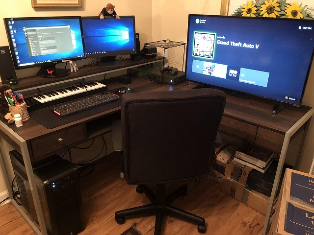 PC_Desk_134_08.jpg