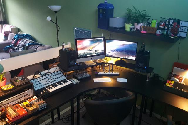 PC_Desk_134_70.jpg
