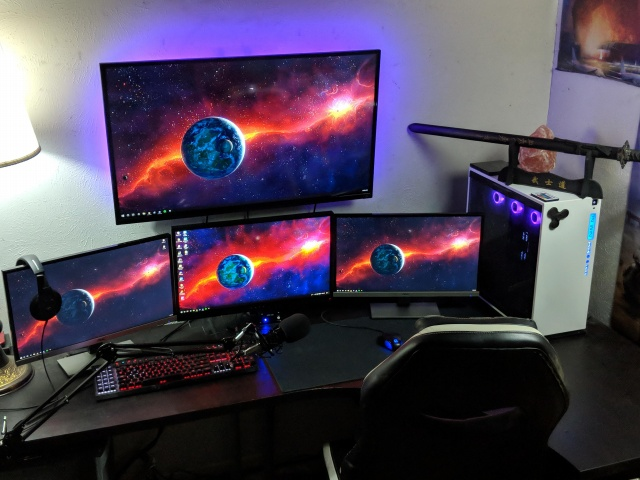 PC_Desk_135_23.jpg