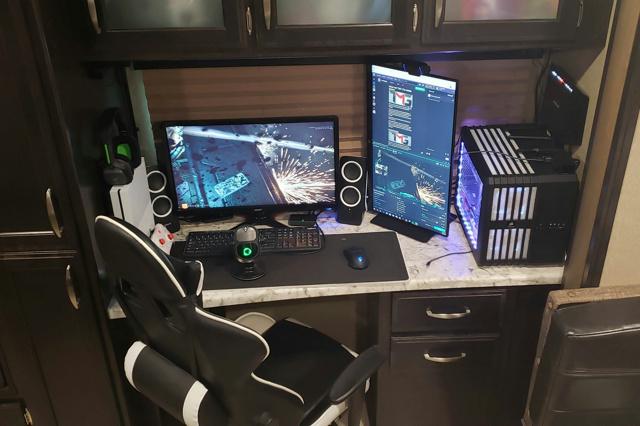 PC_Desk_135_28.jpg