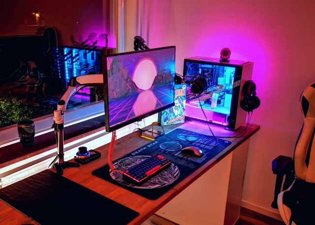 PC_Desk_135_33.jpg