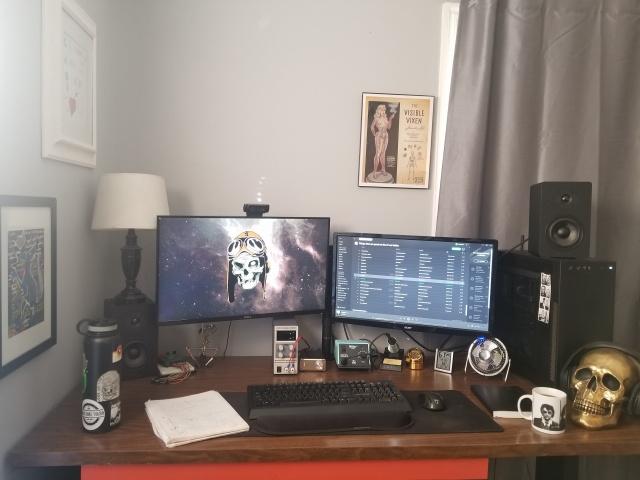 PC_Desk_135_44.jpg