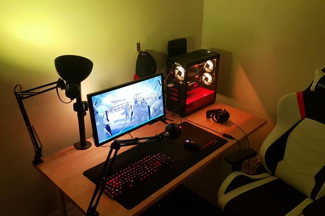 PC_Desk_135_52.jpg