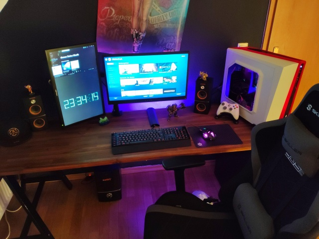 PC_Desk_135_63.jpg