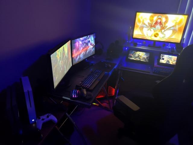 PC_Desk_135_78.jpg