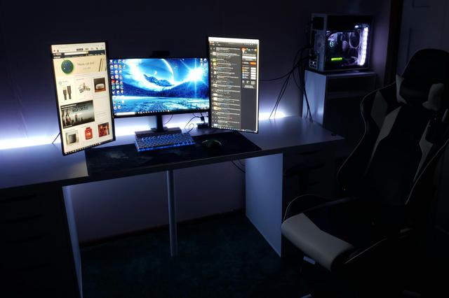 PC_Desk_136_04.jpg