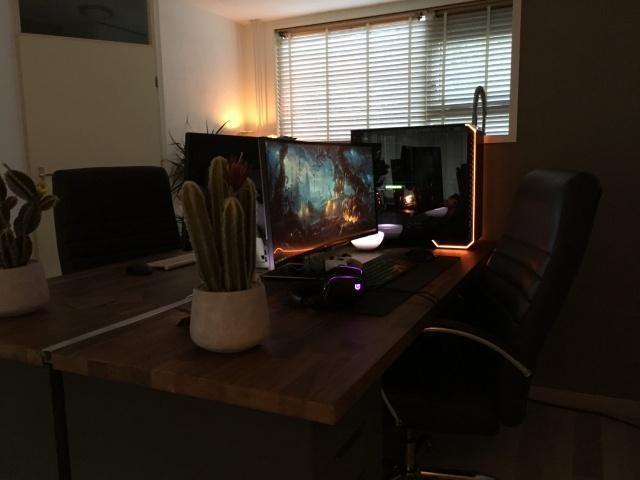 PC_Desk_136_06.jpg