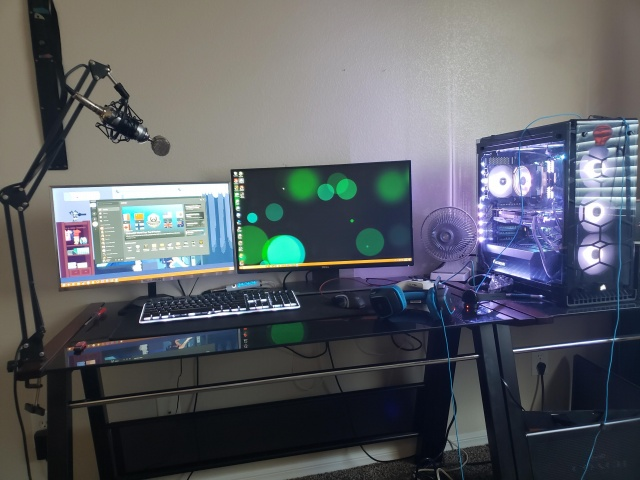 PC_Desk_136_09.jpg