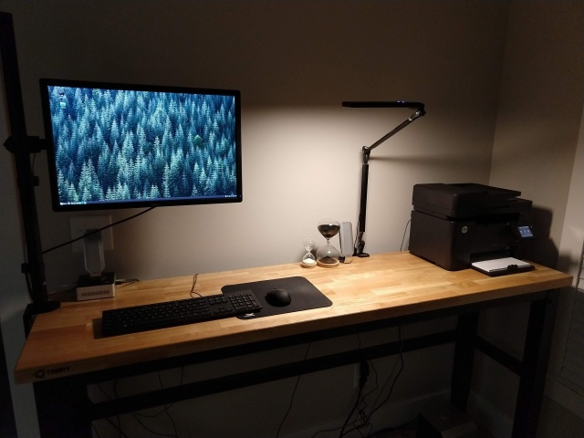 PC_Desk_136_24.jpg