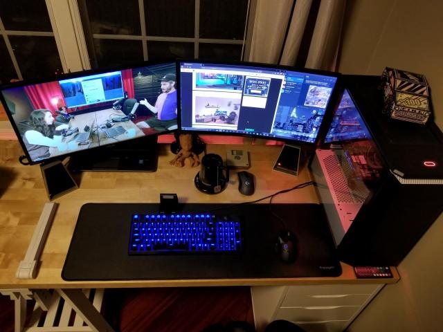 PC_Desk_136_27.jpg