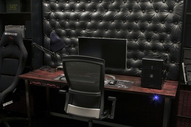 PC_Desk_136_29.jpg