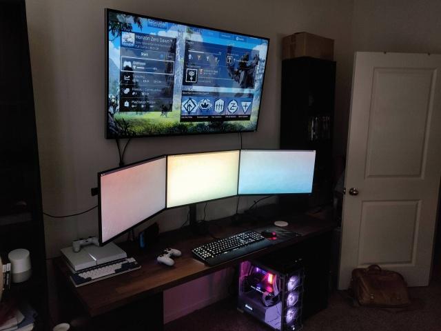 PC_Desk_137_08.jpg