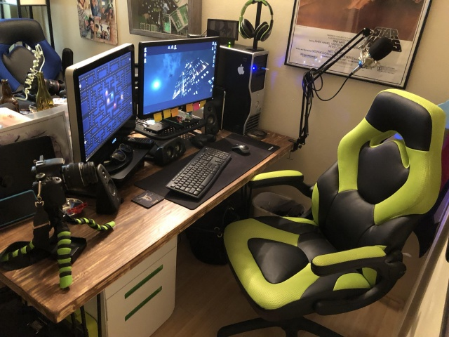 PC_Desk_137_09.jpg