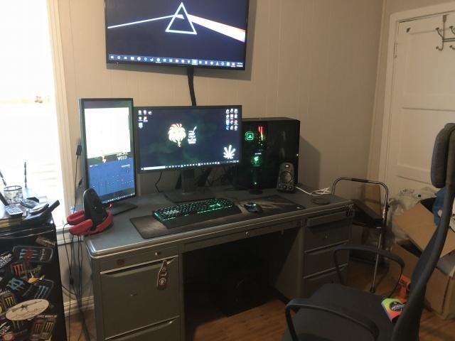 PC_Desk_137_13.jpg
