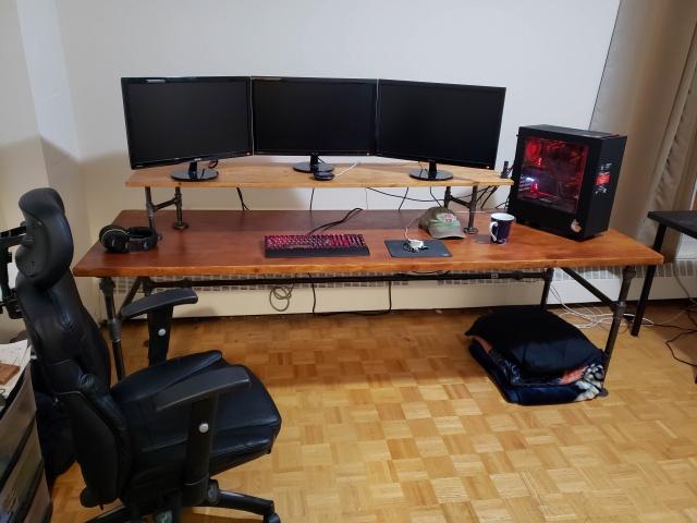 PC_Desk_137_18.jpg