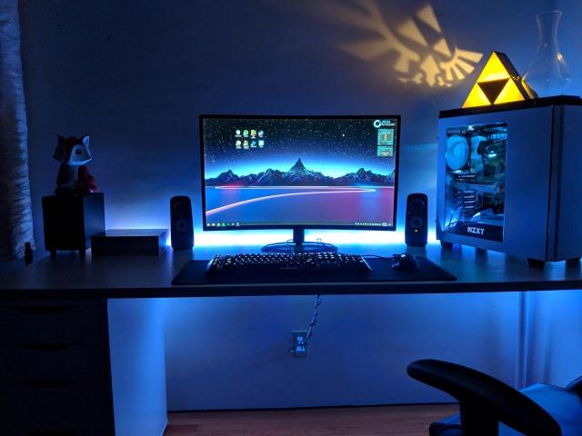 PC_Desk_137_20.jpg