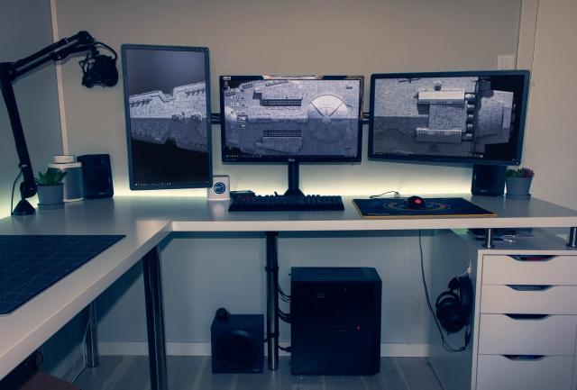 PC_Desk_137_26.jpg