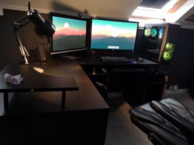 PC_Desk_137_27.jpg