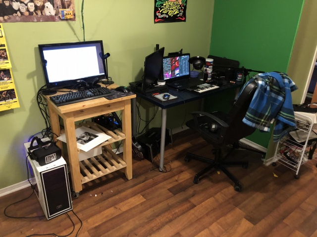 PC_Desk_137_31.jpg