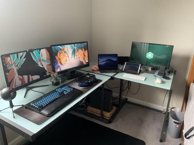 PC_Desk_137_32.jpg