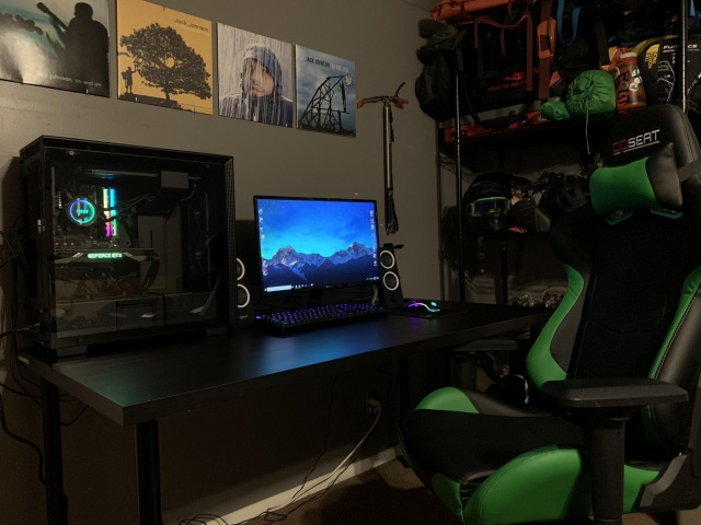 PC_Desk_137_37.jpg