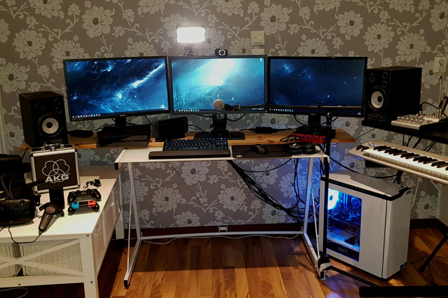 PC_Desk_137_38.jpg