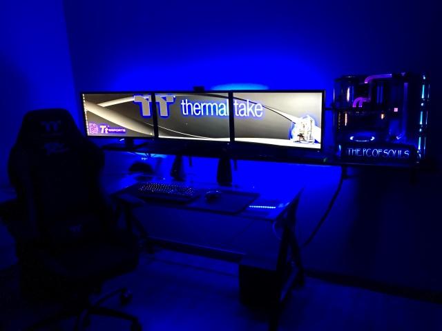 PC_Desk_137_40.jpg