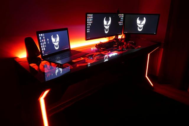 PC_Desk_137_43.jpg