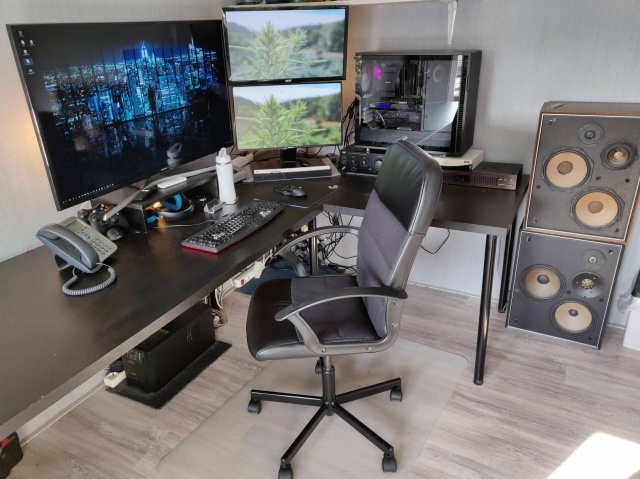 PC_Desk_137_45.jpg