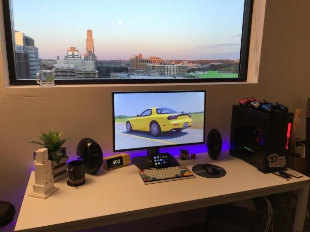 PC_Desk_137_51.jpg