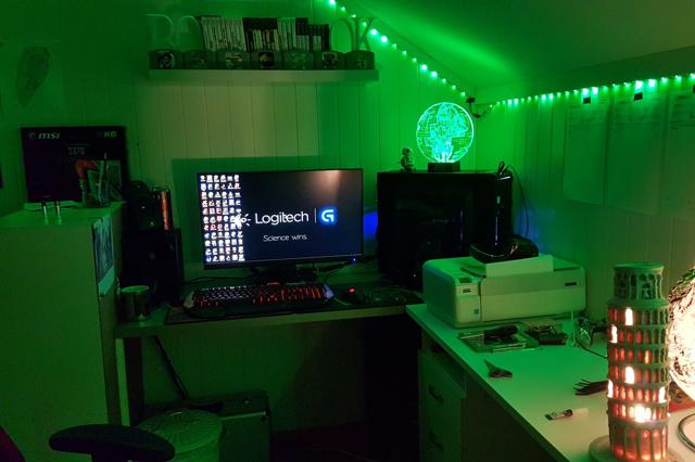 PC_Desk_137_61.jpg